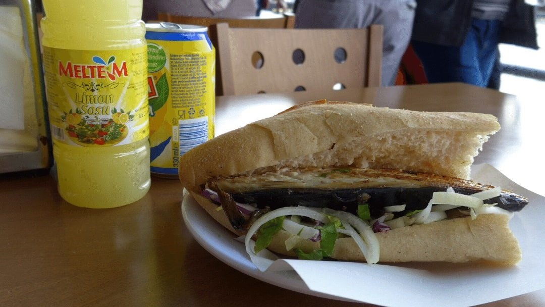 Balik-ekmek, fish sandwich