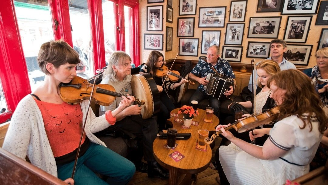 musicians in an Irish pub
